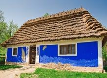 Cabana velha ucraniana do registro Fotografia de Stock