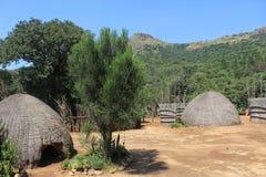 Cabanas africanas tradicionais da vila em Mantenga, Suazilândia, africano do sul, curso, casa Foto de Stock