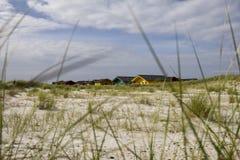 Cabanas coloridas na praia imagens de stock royalty free