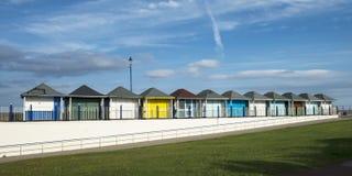 Cabanas da praia em Sutton no mar Fotos de Stock