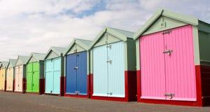 Cabanas da praia na frente marítima de Brigghton fotografia de stock royalty free