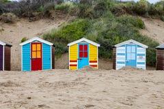Cabanas da praia na praia de Saunton, Reino Unido fotos de stock
