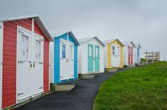 Cabanas da praia na queda fotos de stock