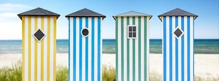 Cabanas da praia no oceano fotografia de stock