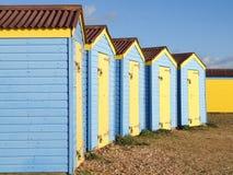 Cabanas de madeira azuis da praia Imagens de Stock
