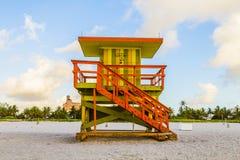 Cabanas de madeira do relógio da baía no art deco Fotografia de Stock Royalty Free