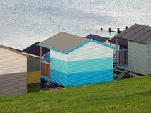 Cabanas do chalé da praia na costa de kent foto de stock