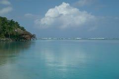 Cabanas em uma praia tropical Fotografia de Stock