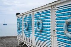 Cabanas na plaży Nautyczny styl tła plaży gałąź krajobrazu morski zmierzchu drzewo Zdjęcia Royalty Free