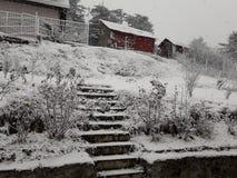Cabanas na queda de neve Fotografia de Stock