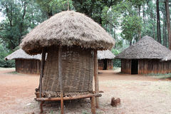Cabanas na vila tradicional do Kenyan foto de stock royalty free
