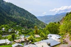Cabanas nas montanhas - Naran Kaghan Valley, Paquistão imagem de stock royalty free