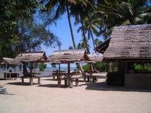 Cabanas rústicas pela praia de Bintan Indonésia Imagens de Stock Royalty Free