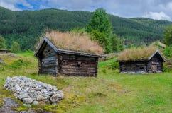 Cabanas tradicionais do log no museu popular de Sogn foto de stock royalty free