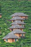 Cabanas tradicionais na montanha imagens de stock