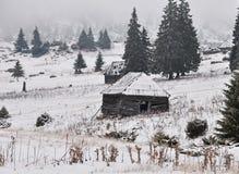 Cabanas velhas do shepperd no inverno Fotografia de Stock