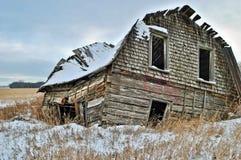 Cabane abandonnée dans une prairie Photo libre de droits