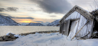 Cabane de Fishermans dans les fjords image stock