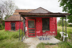 Cabane rouge abandonnée dans le Texas Photos stock