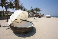 Cabane sur la plage images stock
