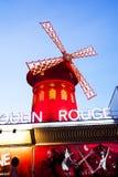Cabaret de Moulin Rouge, París Imágenes de archivo libres de regalías