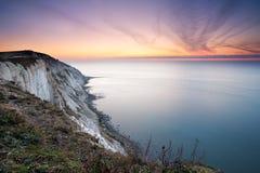Cabeça Beachy, alvorecer colorido sobre o mar Foto de Stock
