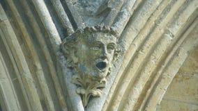 Cabeça da mísula na parte dianteira ocidental da catedral G de Salisbúria fotos de stock
