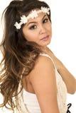 Cabeça da mulher com olhar mais atento branco da faixa fotografia de stock royalty free