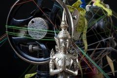 Cabeça de Budha contra um fundo preto Imagem de Stock Royalty Free