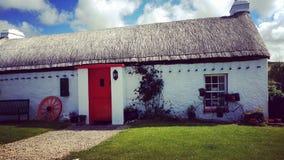 Cabeça de Malin, casa de campo irlandesa velha imagens de stock