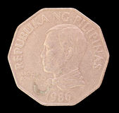 Cabeça de uma moeda do piso 2, emitida por Republic of the Philippines que descreve em 1986 o retrato do primeiro presidente Imagem de Stock