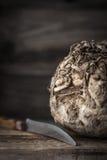 Cabeça do aipo com a faca na tabela de madeira Foto de Stock Royalty Free