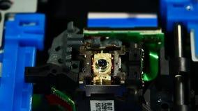Cabeça do laser do unidade de cd-rom que encontra o disco Fotografia de Stock Royalty Free