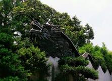 Cabeça do ` s do dragão da parede em volta do Yu Yuan Gardens em Shanghai Imagem de Stock Royalty Free