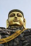 Cabeça dourada grande da Buda Fotos de Stock Royalty Free