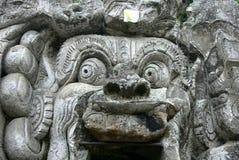 Cabeça sobre a caverna do elefante de Goa Gajah em Bali foto de stock