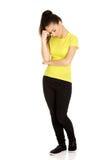 Cabeça tocante da mulher adolescente deprimida Imagens de Stock