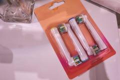 Cabeças de reposição da escova para a escova de dentes elétrica Limpe muito mais eficazmente imagem de stock royalty free