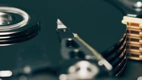 Cabeças móveis do computador HDD ou da movimentação de disco rígido, tiro macro do movimento lento filme