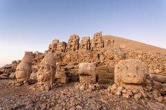 Cabeças ruídas dos deuses no terraço do leste na parte superior de Nemrut d Imagem de Stock