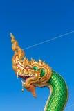 A cabeça do naga que guarda o templo Imagem de Stock Royalty Free