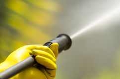 Cabeça preta do close up do líquido de limpeza de alta pressão da água Fotografia de Stock