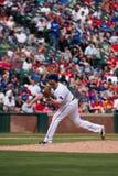 Cabeceo de Texas Rangers Pitcher Colby Lewis Fotografía de archivo