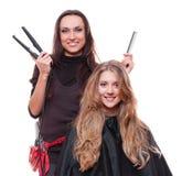 Cabeleireiro com straighteners Foto de Stock