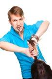Cabeleireiro do homem que trabalha com tesouras Fotografia de Stock Royalty Free