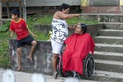 Cabeleireiro na rua em Indiana no Peru Fotografia de Stock Royalty Free