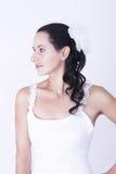 Cabelo branco da flor do vestido de casamento da mulher moreno Imagem de Stock Royalty Free