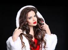 cabelo composição Retrato triguenho bonito Menina da forma no branco Imagem de Stock Royalty Free