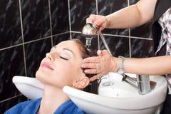 Cabelo de lavagem Imagem de Stock Royalty Free