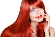 Cabelo longo saudável Menina bonita com bordos vermelhos e cabelos ondulados mim Imagens de Stock Royalty Free